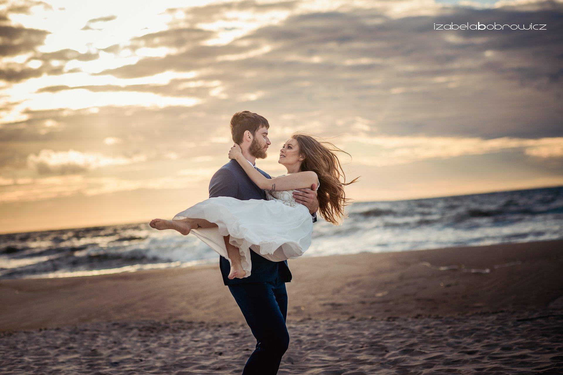 fotograf okazjonalny koszalin fotograf ślubny koszalin sesja plener ślubny koszalin plener nad morzem para młoda nad morzem